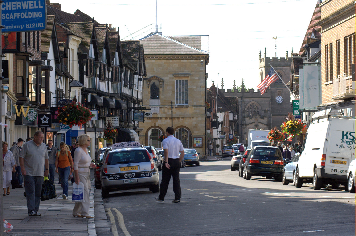 Stratford-upon-Avon showing the Town Hall and timbered buildings
