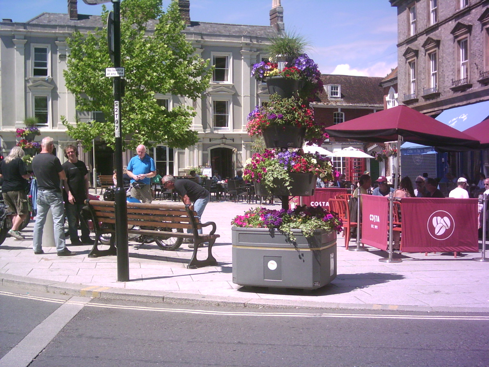 Kings Head public house in the Square where visitors enjoy refreshments outside the cafes