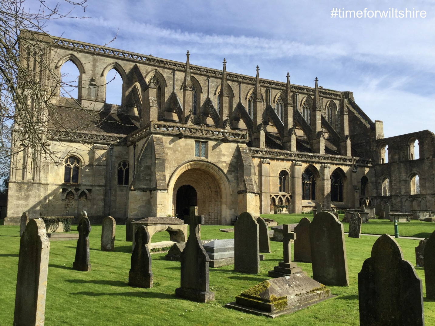 Malmesbury Abbey (c)visitwiltshire.co.uk ruins and graveyard