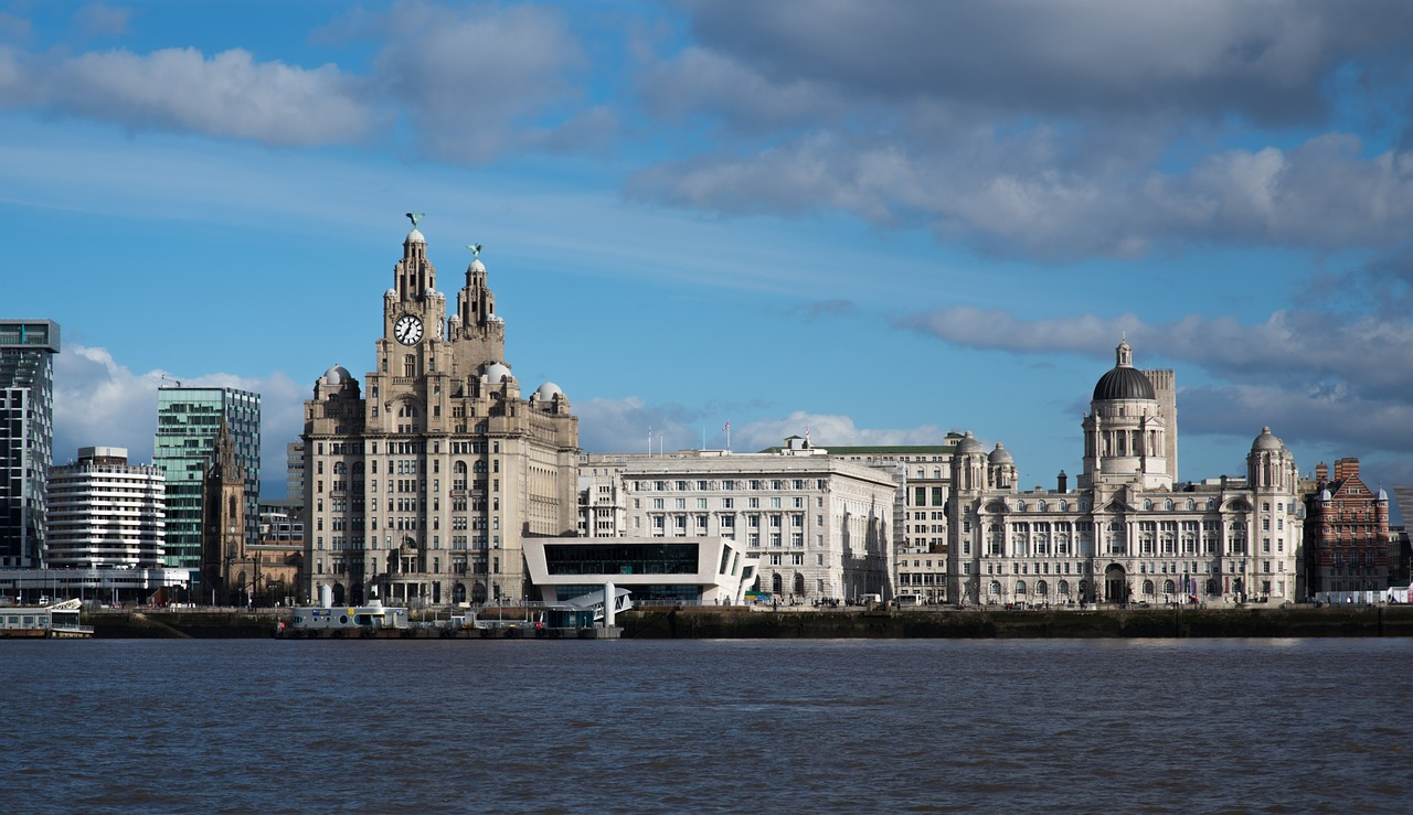 View of the town showing the Liver birds © timajo on Pixabay