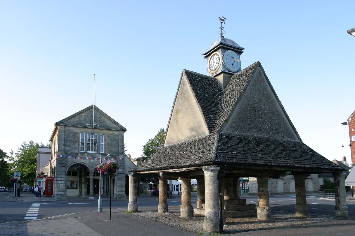 Witney buttercross and town hall © The Cotswolds