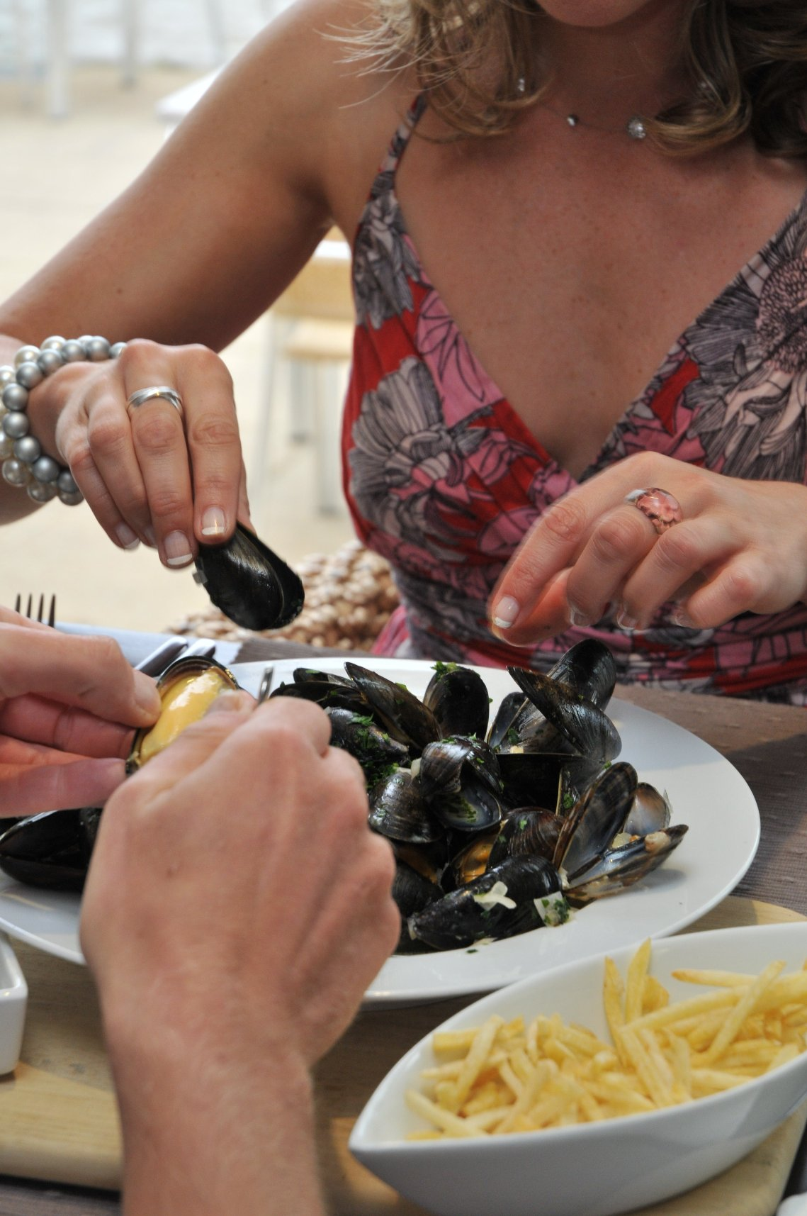 people eating Fowey mussels© mattjessop and Visit Cornwall