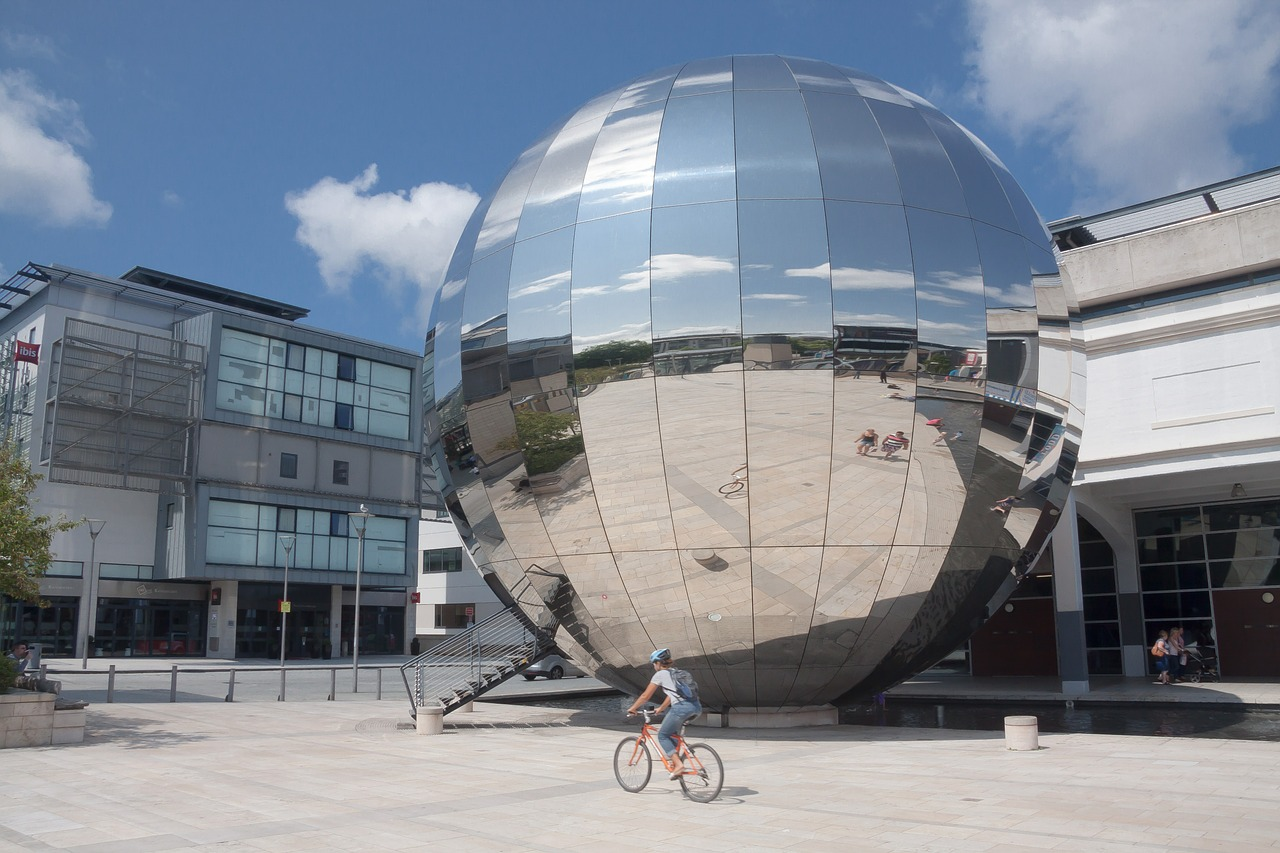 Giant chrome Dome Bristol © Stux on Pixaby