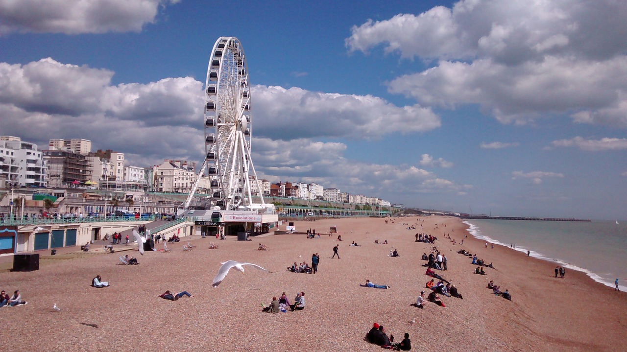 Brighton beach and big wheel by achiltsi on pixabay