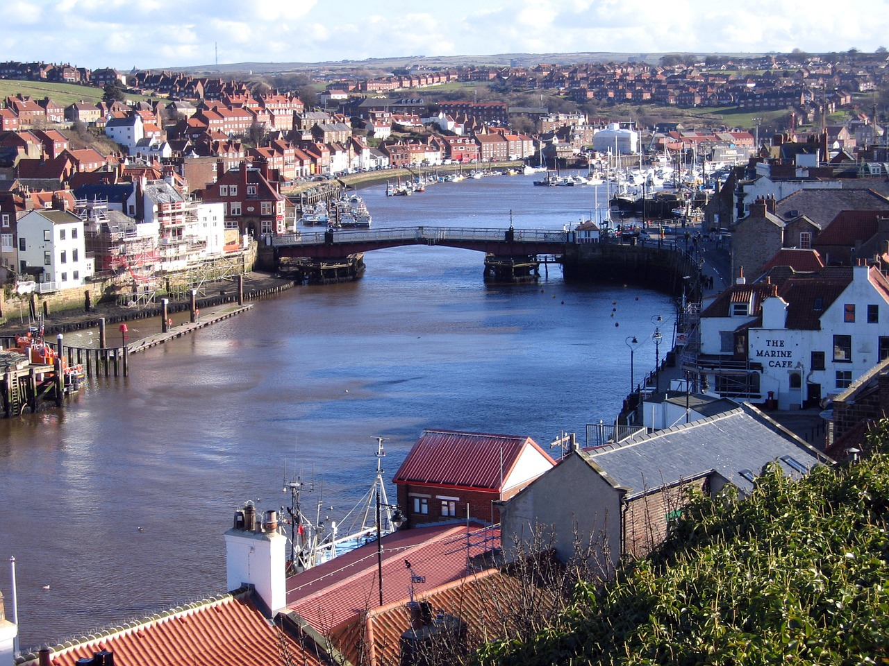 North-Yorkshire Whitby Harbour by Postbyte on Pixabay