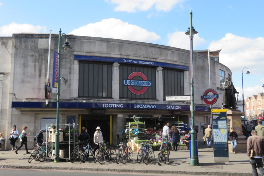 Tooting Station and Statue